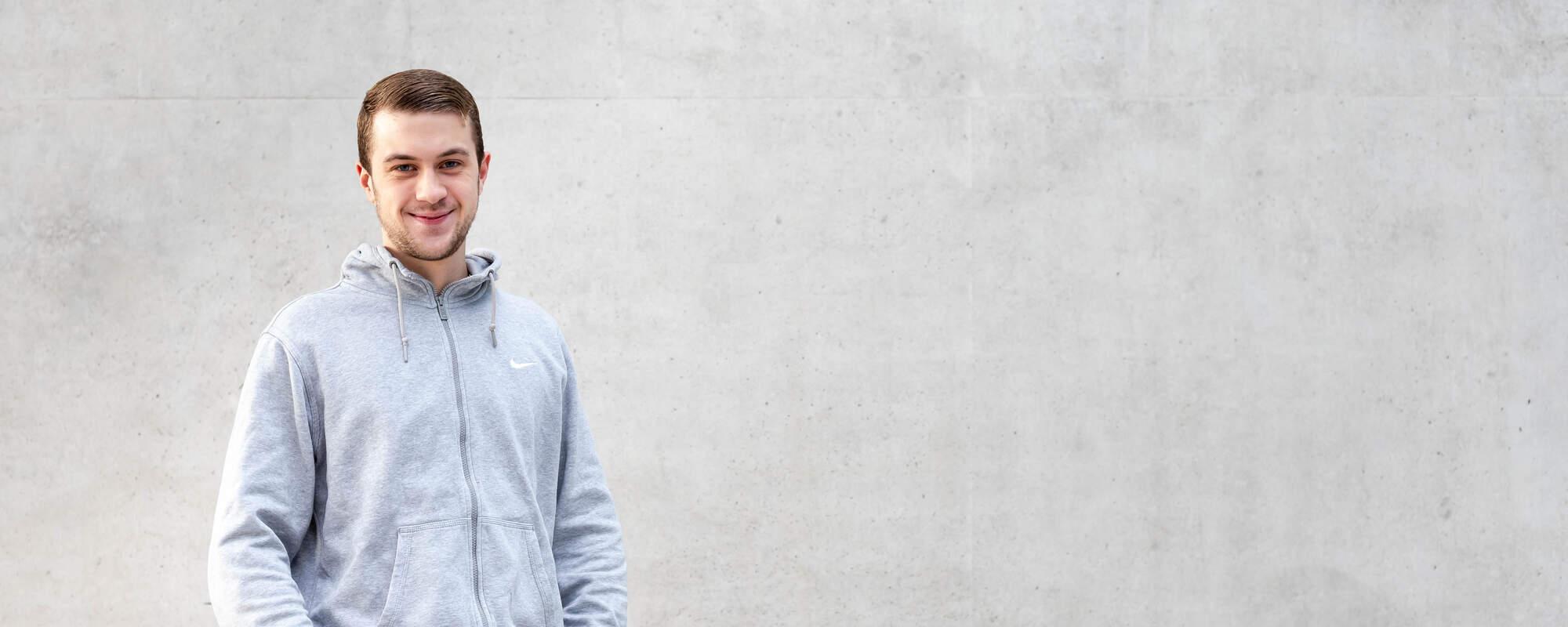 """""""Für ältere Menschen da sein – das erweitert meine Fähigkeiten und Kompetenzen, gleichzeitig kann ich etwas bewirken und Verantwortung übernehmen!""""  Dominik, 22 Jahre"""